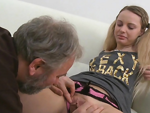 Youthful gal gets insatiable and likes sex with senior banger