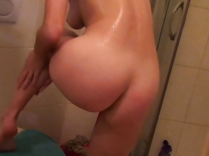 Unexperienced gf frigs herself while taking a shower