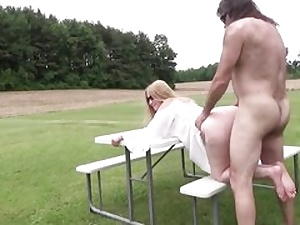 Mature bitch gets her pussy fuckhole stuffed outdoors hard core inwards