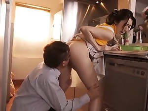 Steaming housewife in the kitchen throating a XXL and tasty wood